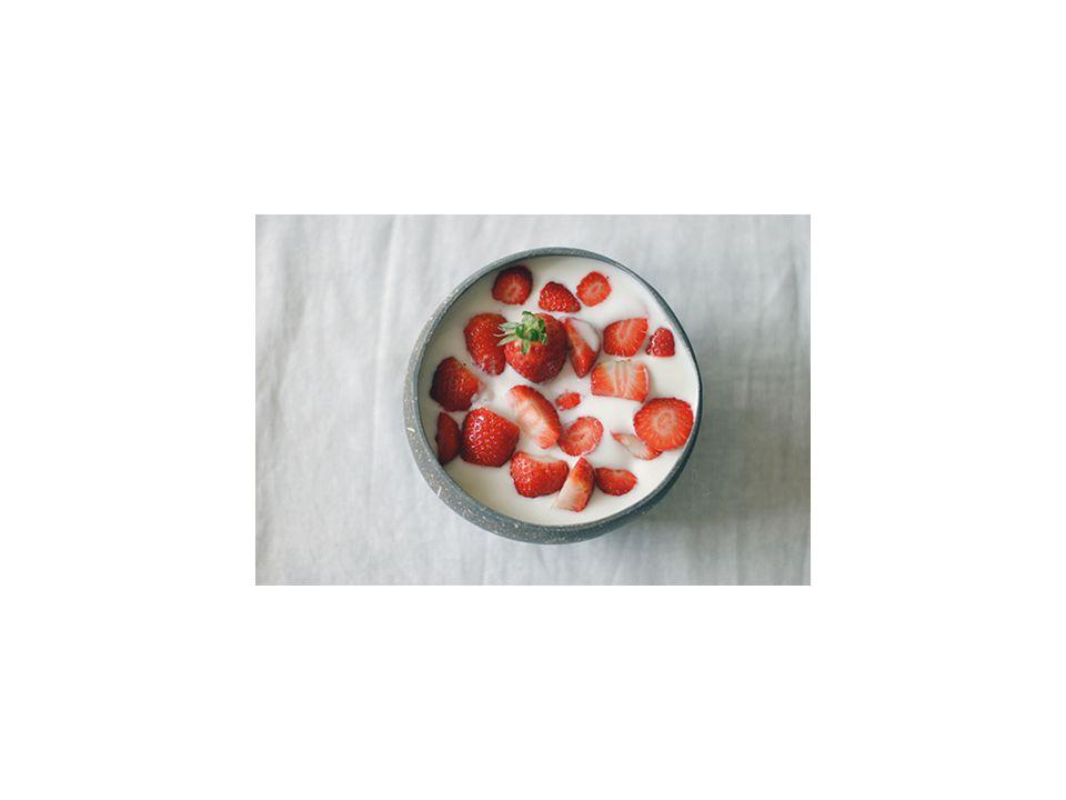 • Jordbær med fløte • Den tradisjonelle sommerdesserten går aldri av moten