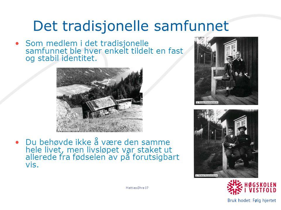 Mattias Øhra 07 Tradsisjonssamfunnet Livets ulike stadier var strengt tilskrevet bestemte roller, og overgangen mellom de ulike rollene ble bestemt gjennom ritualer som gjorde rolleskiftet meningsfulgt.