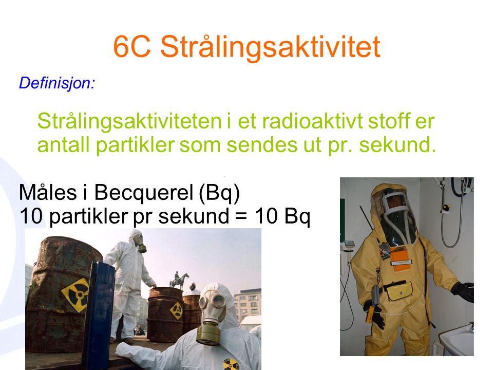 6C Strålingsaktivitet Definisjon: Strålingsaktiviteten i et radioaktivt stoff er antall partikler som sendes ut pr. sekund.