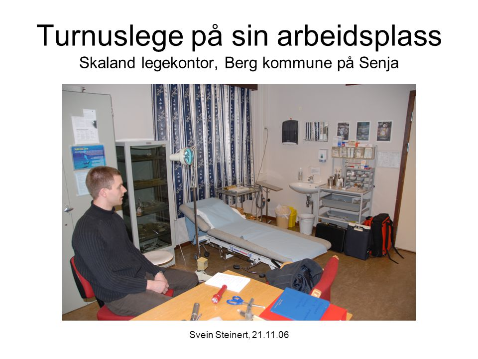 Turnuslege på sin arbeidsplass Skaland legekontor, Berg kommune på Senja