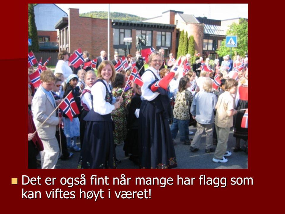Det er også fint når mange har flagg som kan viftes høyt i været!