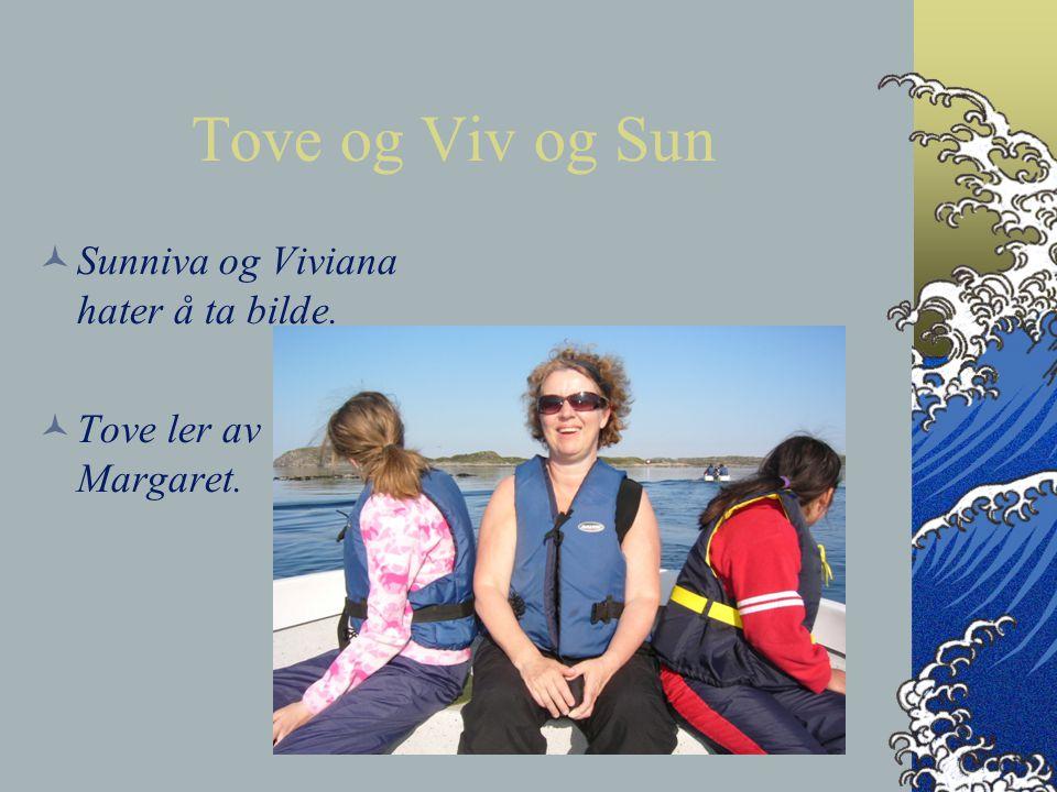 Tove og Viv og Sun Sunniva og Viviana hater å ta bilde.