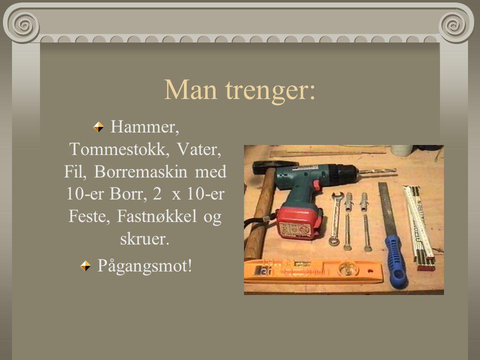 Man trenger: Hammer, Tommestokk, Vater, Fil, Borremaskin med 10-er Borr, 2 x 10-er Feste, Fastnøkkel og skruer.