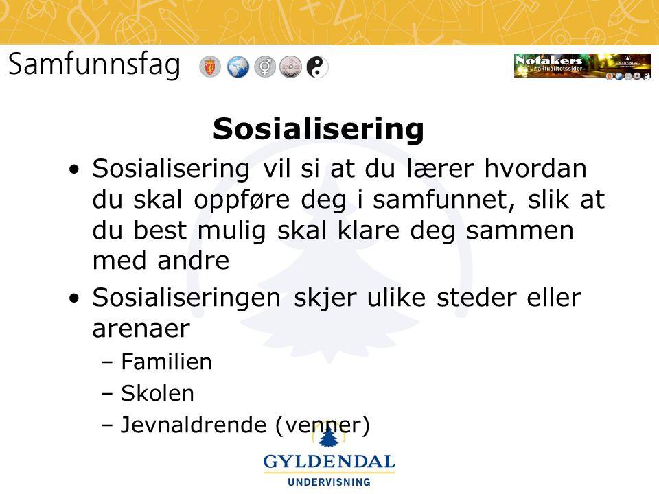 Sosialisering Sosialisering vil si at du lærer hvordan du skal oppføre deg i samfunnet, slik at du best mulig skal klare deg sammen med andre.