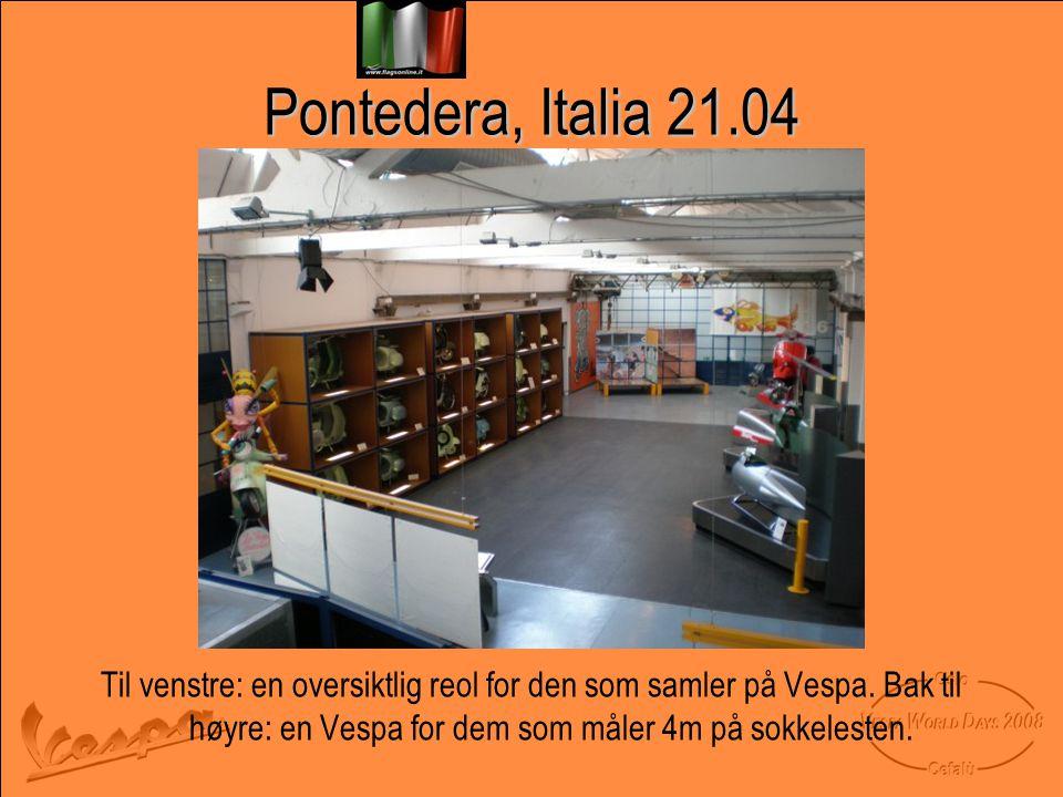 Pontedera, Italia 21.04 Til venstre: en oversiktlig reol for den som samler på Vespa.