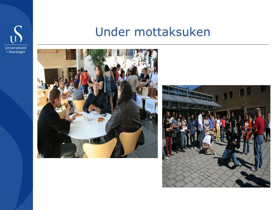 Under mottaksuken Presentasjoner – mange kommer for å presentere seg – Sportssenter, region Stavanger,