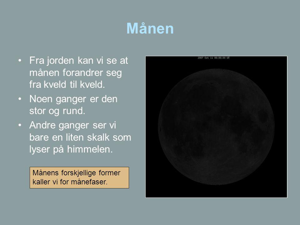 Månen Fra jorden kan vi se at månen forandrer seg fra kveld til kveld.