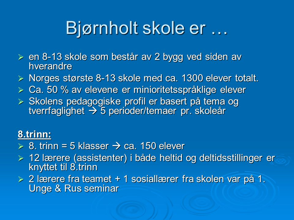 Bjørnholt skole er … en 8-13 skole som består av 2 bygg ved siden av hverandre. Norges største 8-13 skole med ca. 1300 elever totalt.