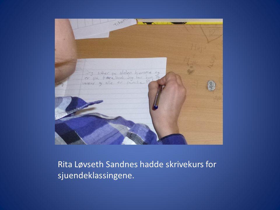 Rita Løvseth Sandnes hadde skrivekurs for sjuendeklassingene.
