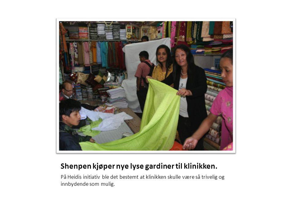 Shenpen kjøper nye lyse gardiner til klinikken.