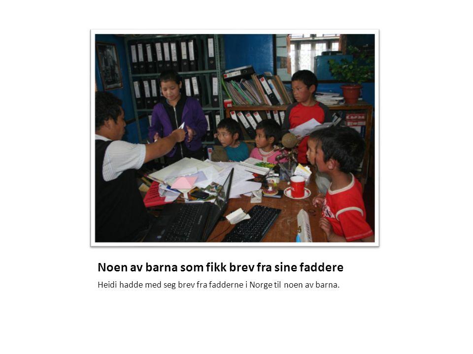 Noen av barna som fikk brev fra sine faddere