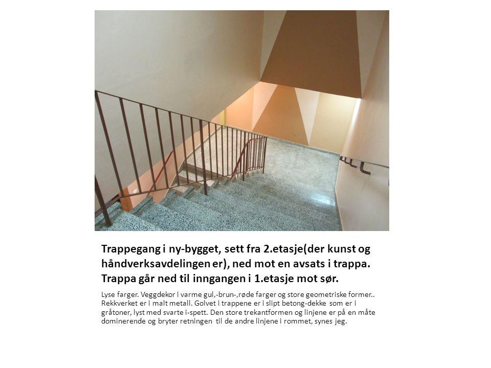 Trappegang i ny-bygget, sett fra 2