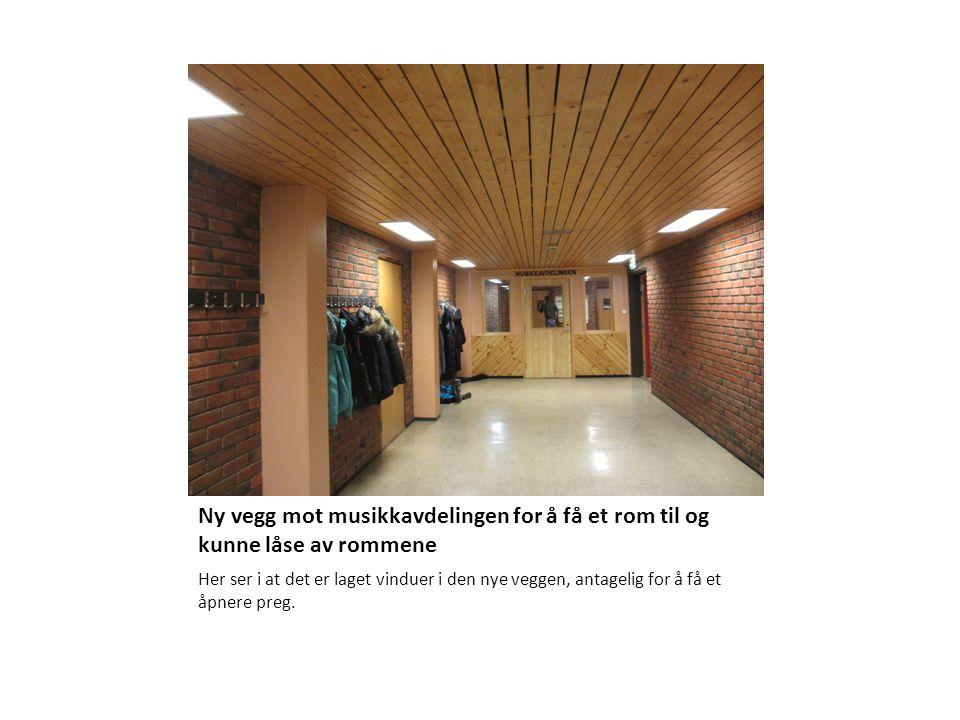 Ny vegg mot musikkavdelingen for å få et rom til og kunne låse av rommene