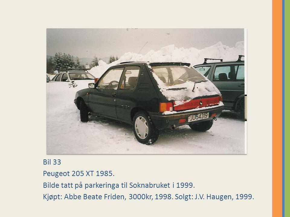 Bil 33 Peugeot 205 XT 1985. Bilde tatt på parkeringa til Soknabruket i 1999.