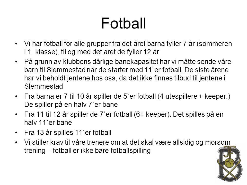 Fotball Vi har fotball for alle grupper fra det året barna fyller 7 år (sommeren i 1. klasse), til og med det året de fyller 12 år.