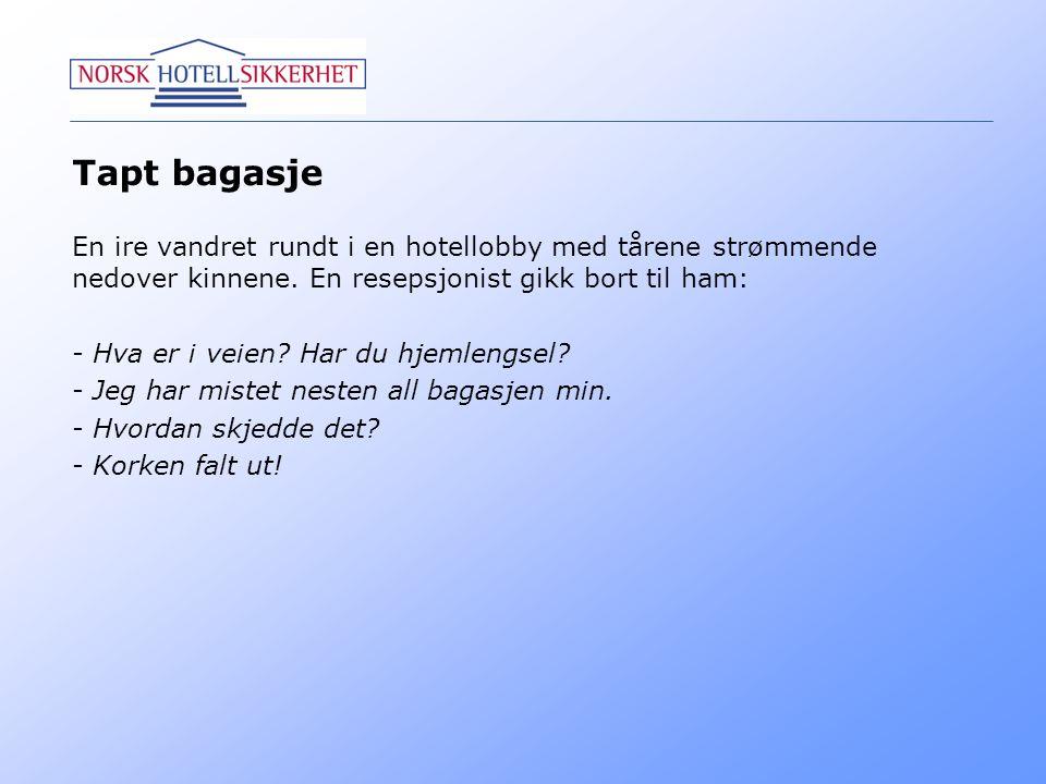 Tapt bagasje En ire vandret rundt i en hotellobby med tårene strømmende nedover kinnene. En resepsjonist gikk bort til ham: