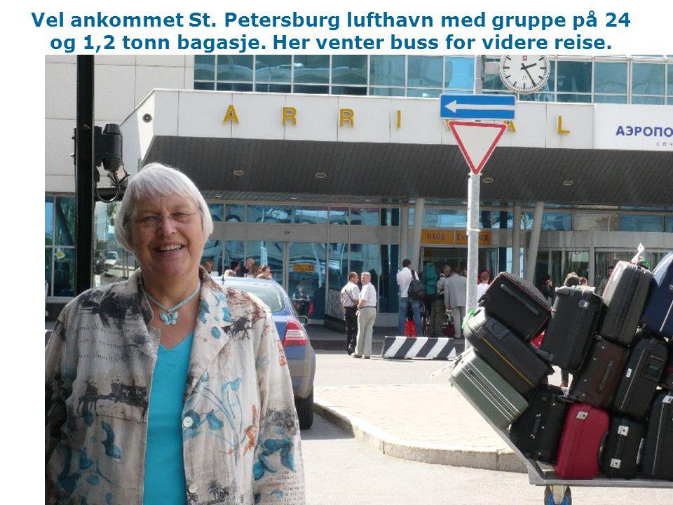Vel ankommet St. Petersburg lufthavn med gruppe på 24 og 1,2 tonn bagasje.