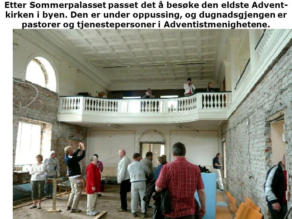 Etter Sommerpalasset passet det å besøke den eldste Advent-kirken i byen.