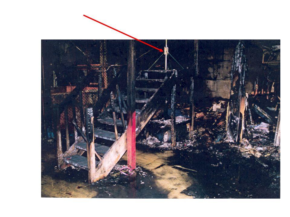 I disse lokalene brant det i flere timer. Legg merke til branndøra.