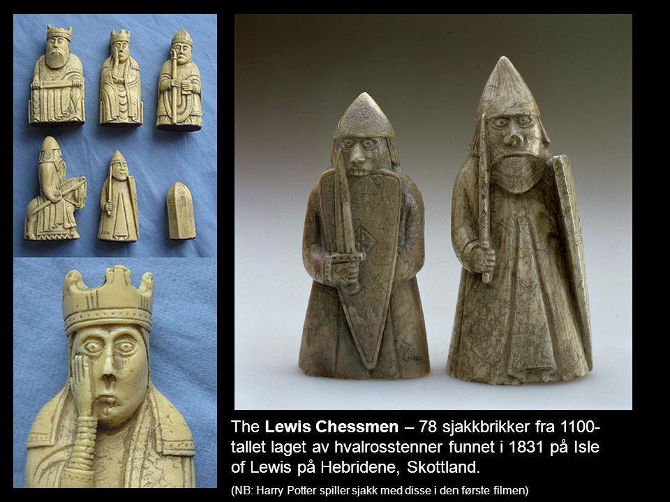 The Lewis Chessmen – 78 sjakkbrikker fra 1100-tallet laget av hvalrosstenner funnet i 1831 på Isle of Lewis på Hebridene, Skottland.