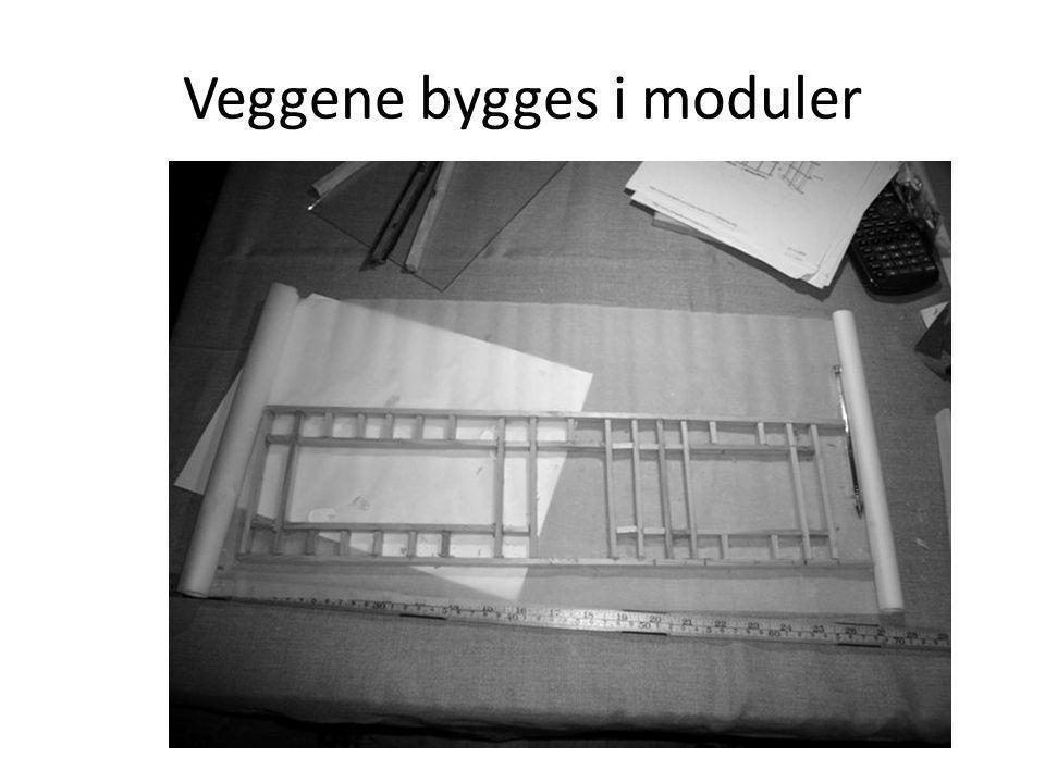 Veggene bygges i moduler