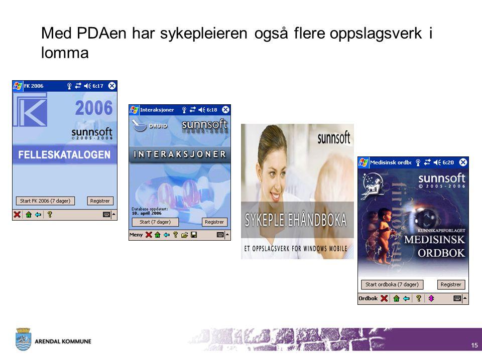 Med PDAen har sykepleieren også flere oppslagsverk i lomma