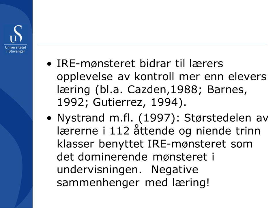 IRE-mønsteret bidrar til lærers opplevelse av kontroll mer enn elevers læring (bl.a. Cazden,1988; Barnes, 1992; Gutierrez, 1994).