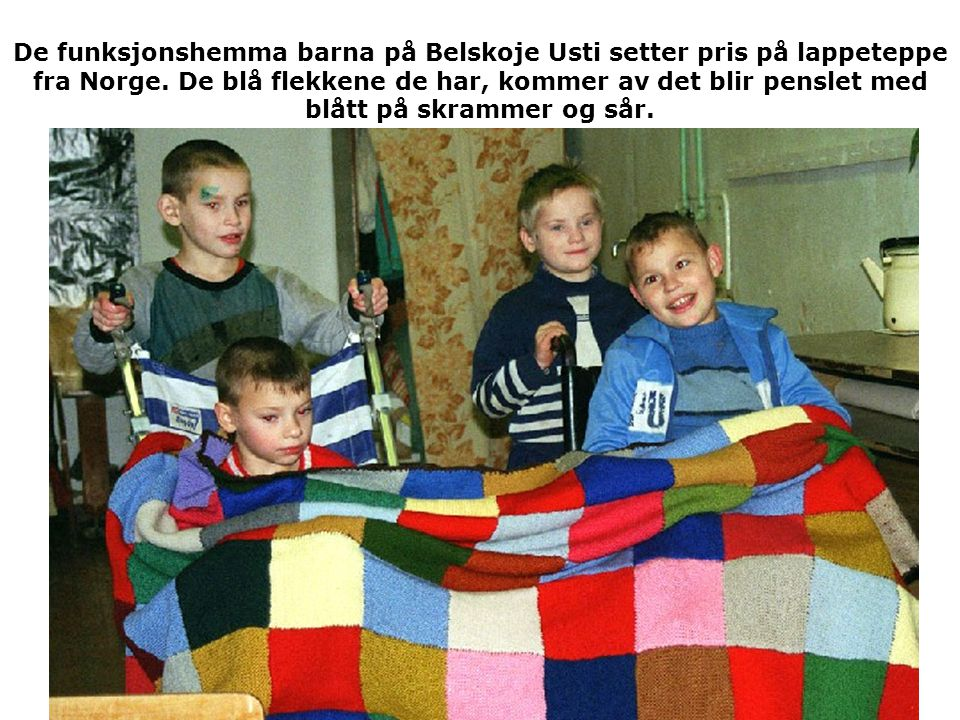 De funksjonshemma barna på Belskoje Usti setter pris på lappeteppe fra Norge.