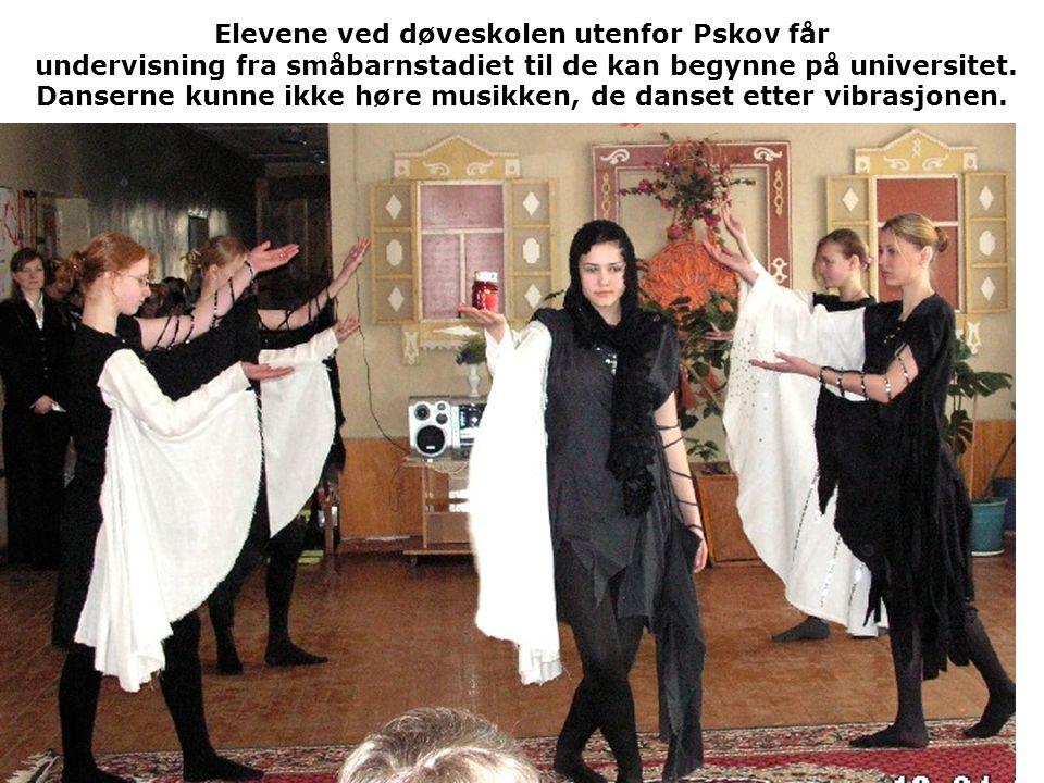 Elevene ved døveskolen utenfor Pskov får undervisning fra småbarnstadiet til de kan begynne på universitet.