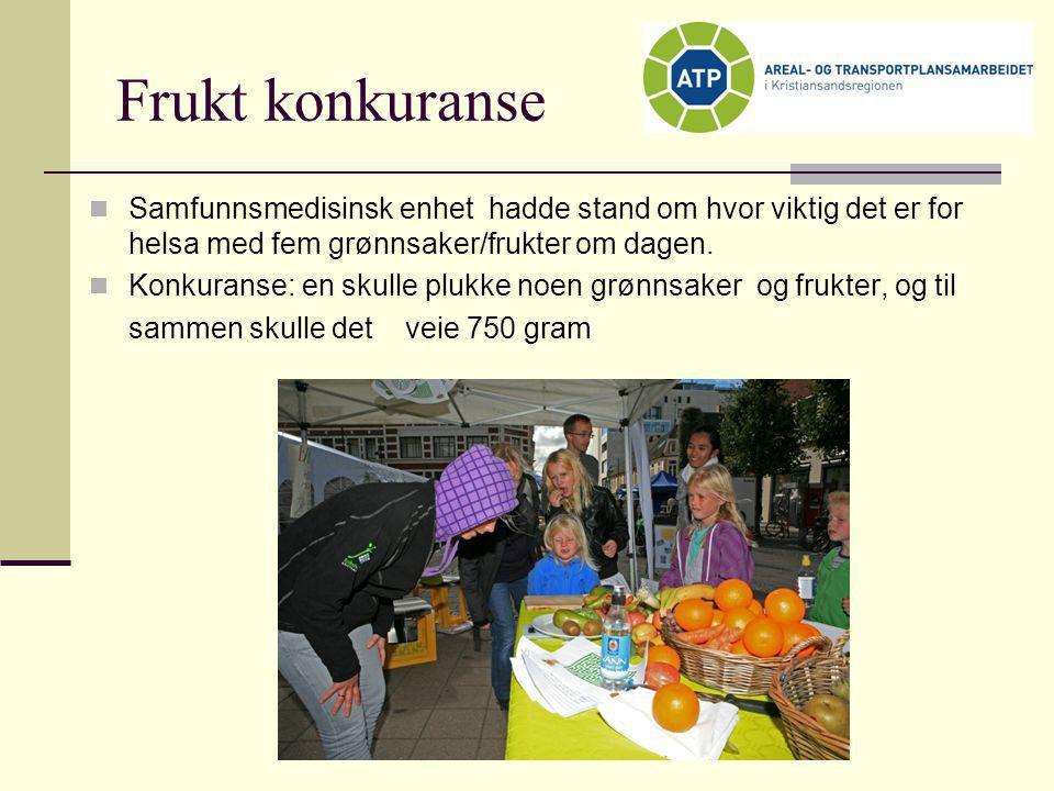 Frukt konkuranse Samfunnsmedisinsk enhet hadde stand om hvor viktig det er for helsa med fem grønnsaker/frukter om dagen.
