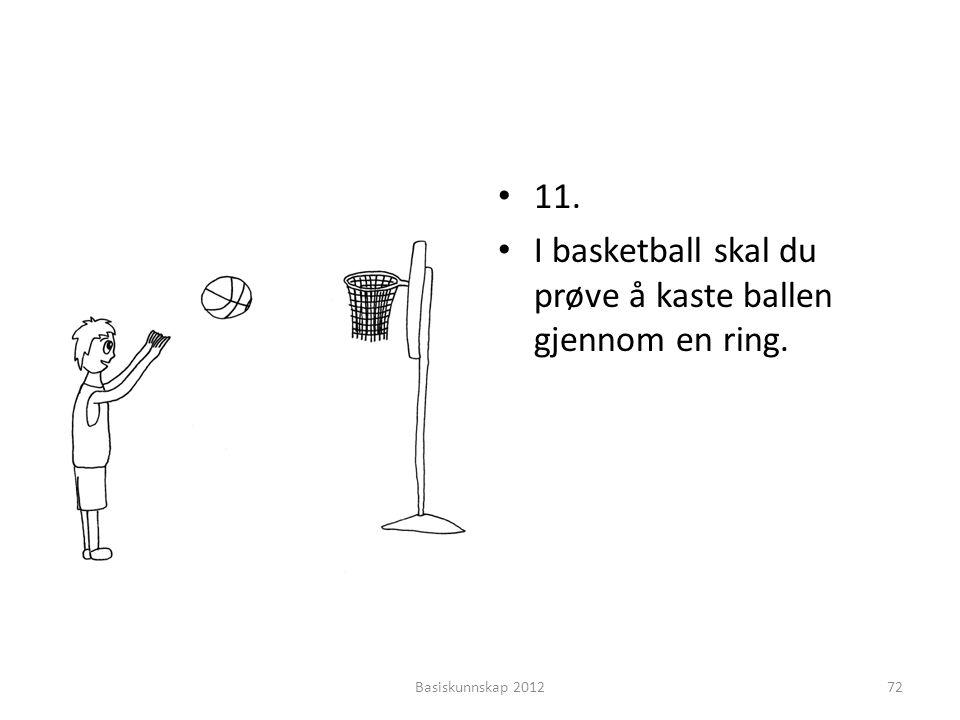 I basketball skal du prøve å kaste ballen gjennom en ring.