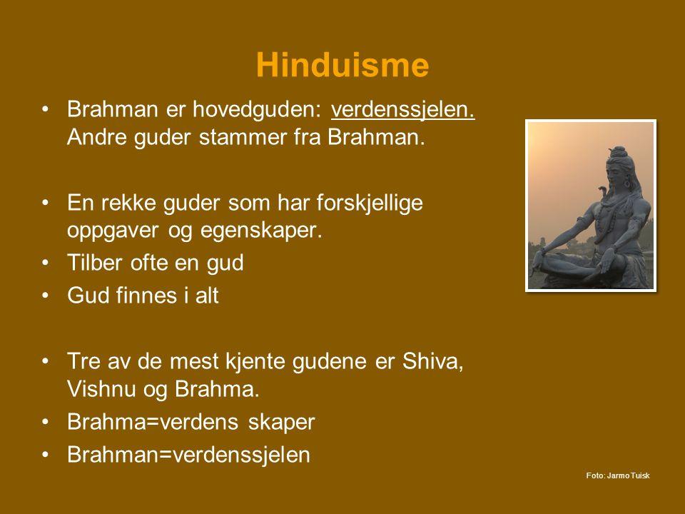 Hinduisme Brahman er hovedguden: verdenssjelen. Andre guder stammer fra Brahman. En rekke guder som har forskjellige oppgaver og egenskaper.