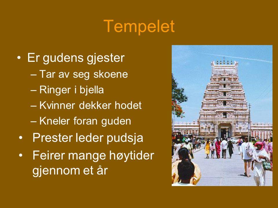 Tempelet Er gudens gjester Prester leder pudsja