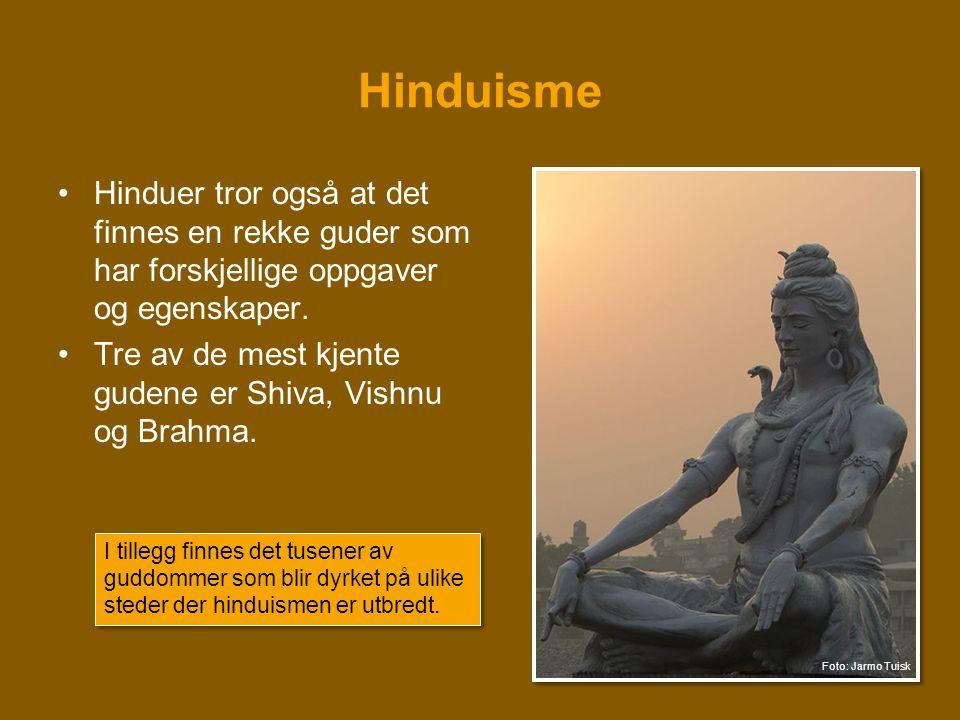 Hinduisme Hinduer tror også at det finnes en rekke guder som har forskjellige oppgaver og egenskaper.