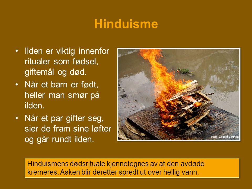 Hinduisme Ilden er viktig innenfor ritualer som fødsel, giftemål og død. Når et barn er født, heller man smør på ilden.