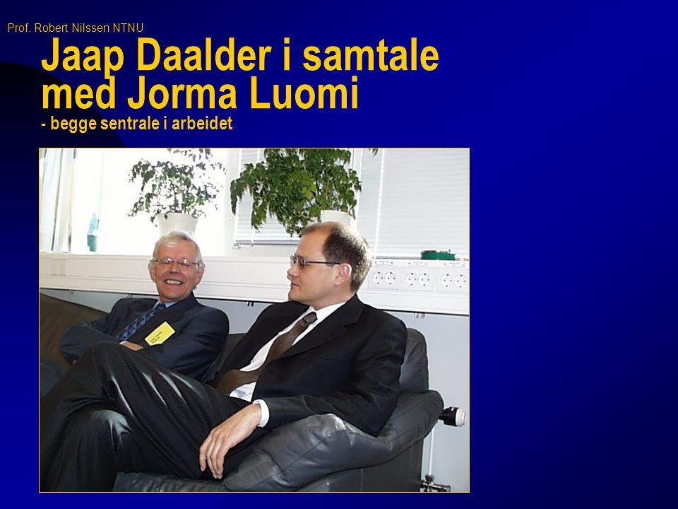 Jaap Daalder i samtale med Jorma Luomi - begge sentrale i arbeidet
