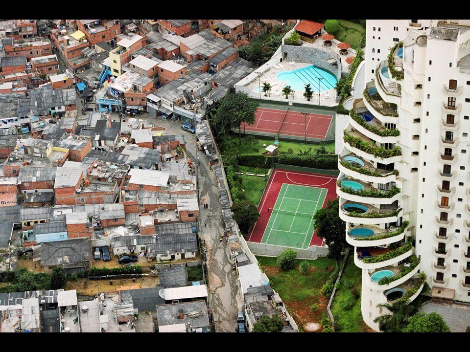 Brasil - et av landene i verden med størst forskjeller mellom rike og fattige - Kommer tydelig fram i de store byene, for det er i byene både de aller rikeste og de aller fattigste bor. Ofte rike boligstrøk ofte side om side med slumstrøkene.