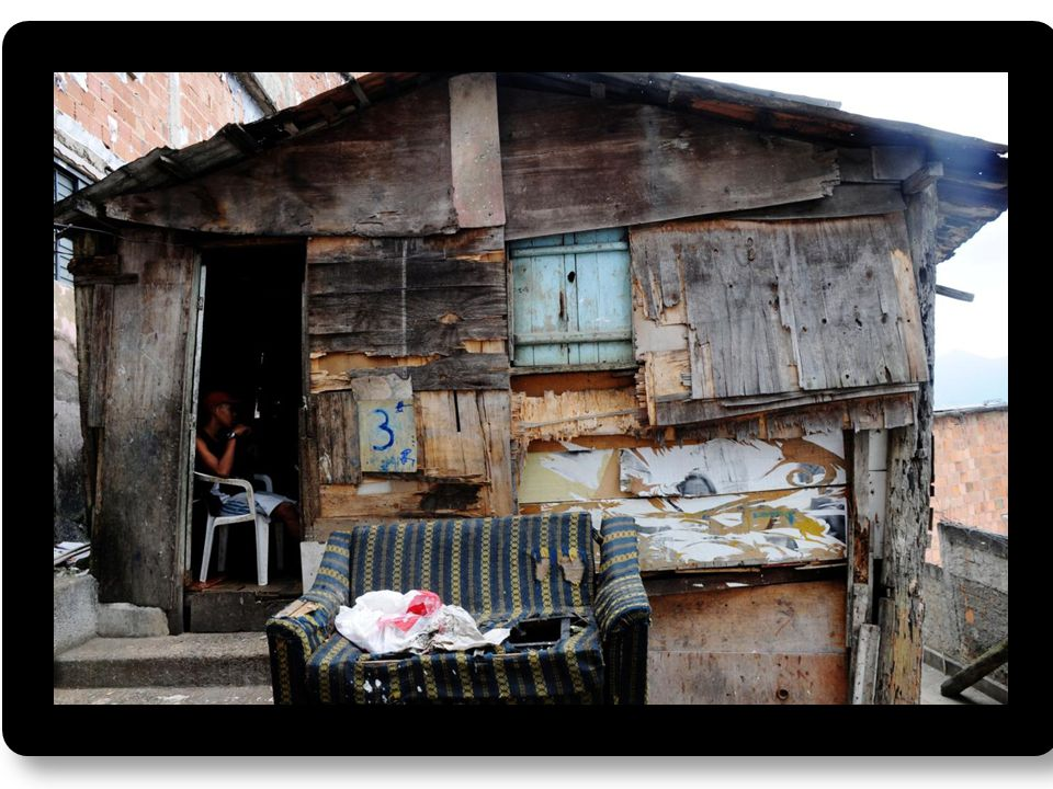 43 mill lever i fattigdom (under nasjonal fattigdomsgrense), og ca