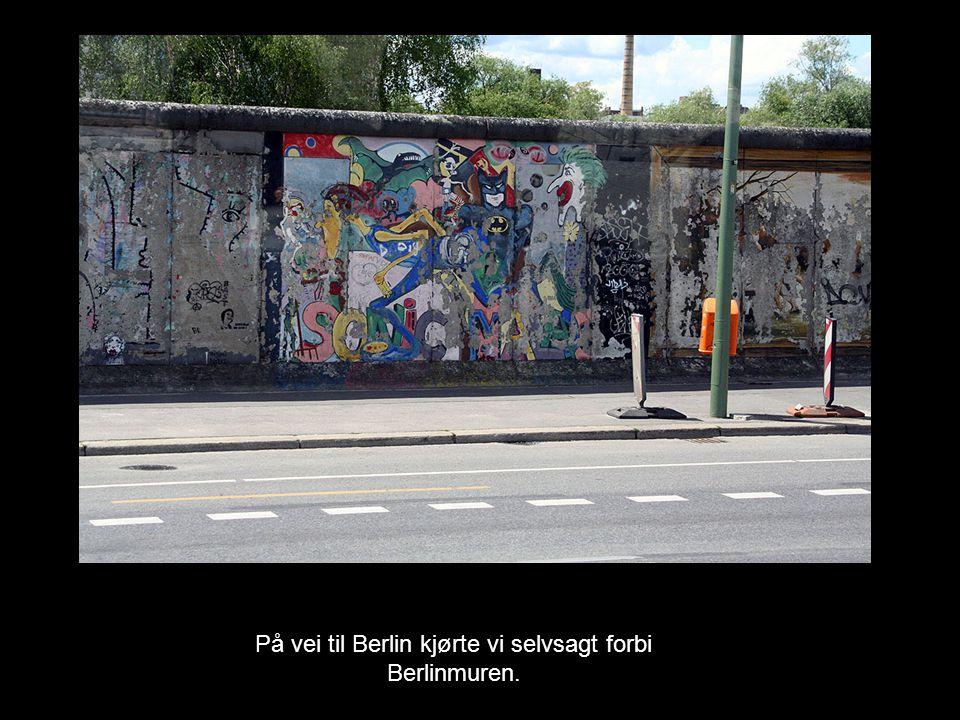 På vei til Berlin kjørte vi selvsagt forbi Berlinmuren.