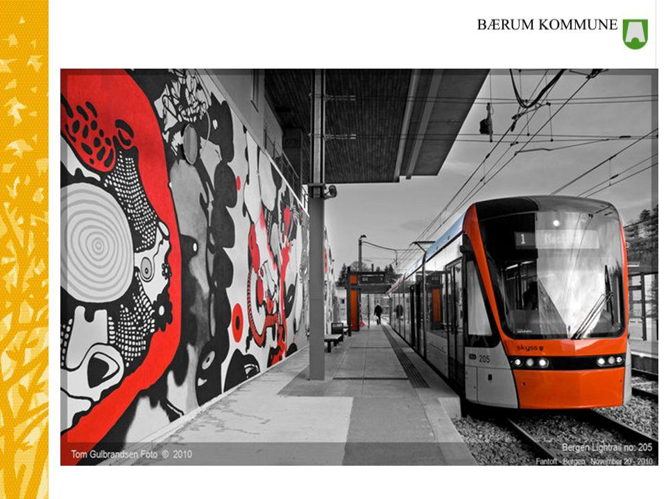 BYBANE: Transportetatene har flere flotte formuleringer knyttet til bybanen i Bergen. I rapporten skriver de bl.a. at de anbefaler en videreutvikling av bybanen, som et kapasitetssterkt kollektivtilbud til alle bydelene (pkt.6.2.2). Fine ord, men ingen penger! Bergenserne har selv betalt det aller meste av de tre første byggetrinnene gjennom bompenger. For å komme i mål med banen til Flesland, ble det nødvendig med en dobling av bompengesatsene. Dermed ligger det ikke noe mer potensiale til investeringsmidler og videre utbygging i en slik finansieringsmodell.