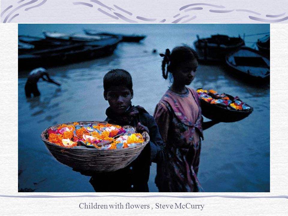 Children with flowers , Steve McCurry