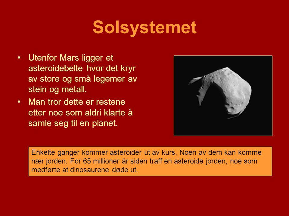 Solsystemet Utenfor Mars ligger et asteroidebelte hvor det kryr av store og små legemer av stein og metall.