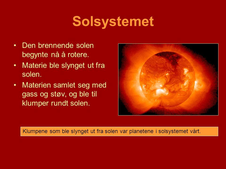 Solsystemet Den brennende solen begynte nå å rotere.