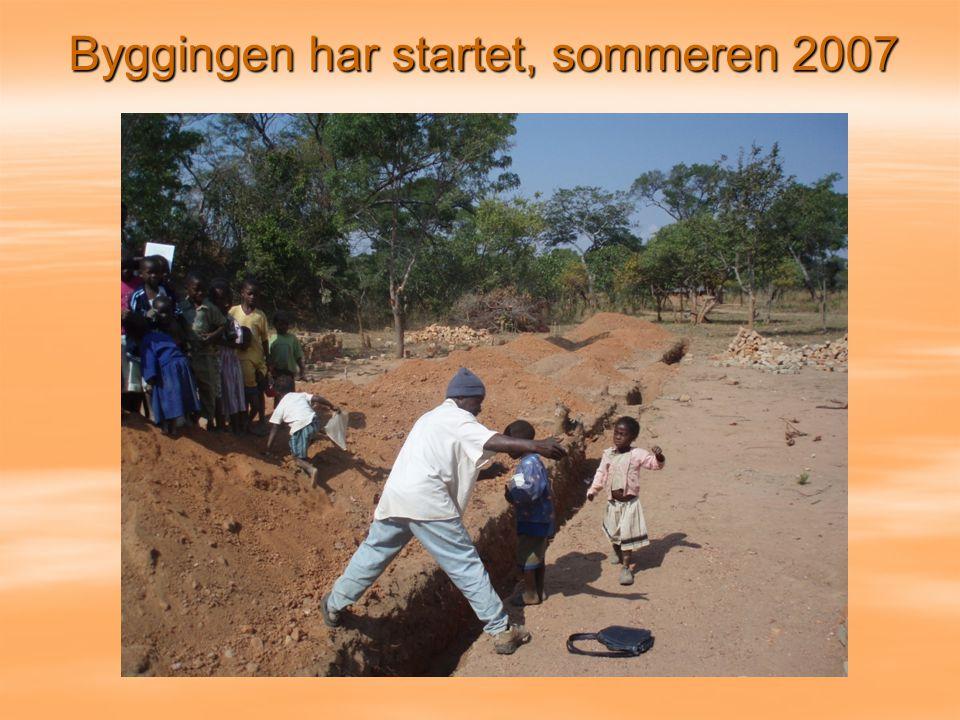 Byggingen har startet, sommeren 2007