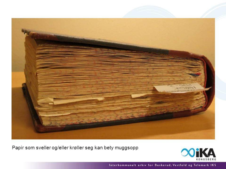 Papir som sveller og/eller krøller seg kan bety muggsopp