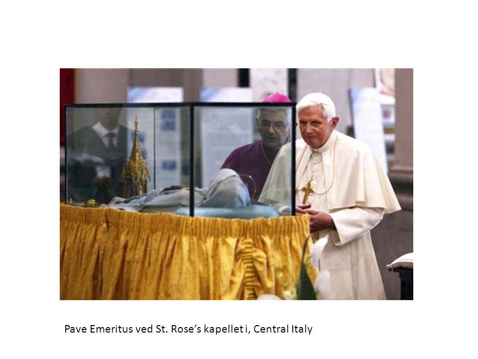 Pave Emeritus ved St. Rose's kapellet i, Central Italy
