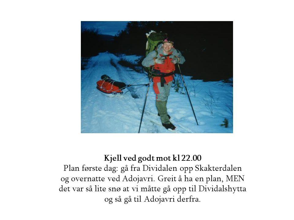 Kjell ved godt mot kl 22.00 Plan første dag: gå fra Dividalen opp Skakterdalen og overnatte ved Adojavri.