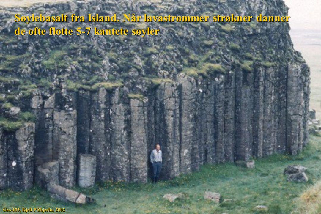 Søylebasalt fra Island. Når lavastrømmer strøkner danner