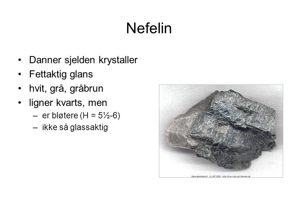 Nefelin Danner sjelden krystaller Fettaktig glans hvit, grå, gråbrun