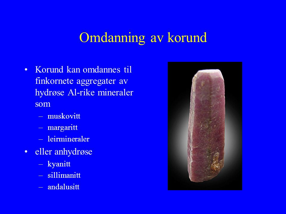 Omdanning av korund Korund kan omdannes til finkornete aggregater av hydrøse Al-rike mineraler som.